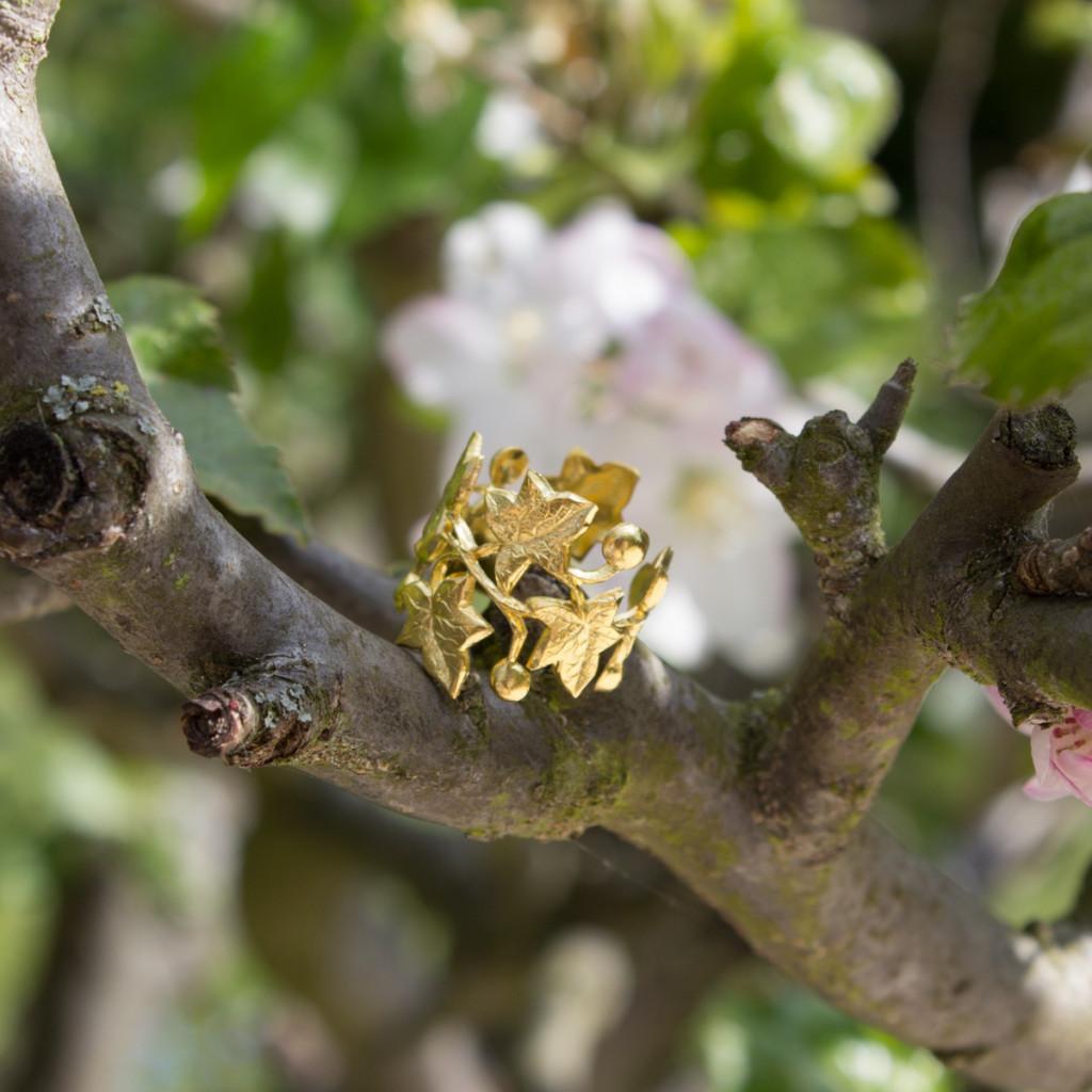 Bijoux vintage bague lierre dorée