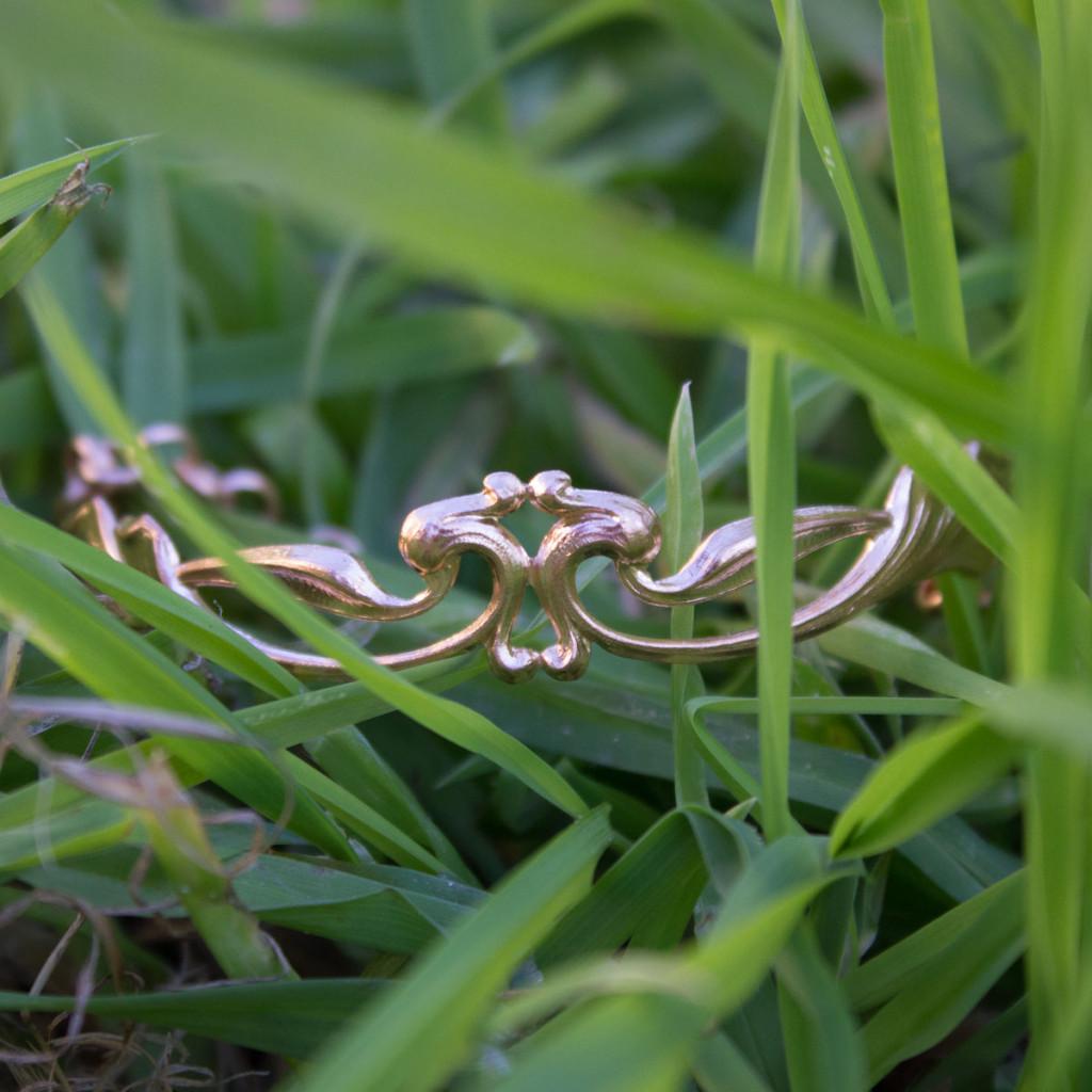 Bijoux vintage Bracelet végétal trompette dorée à l'or rose
